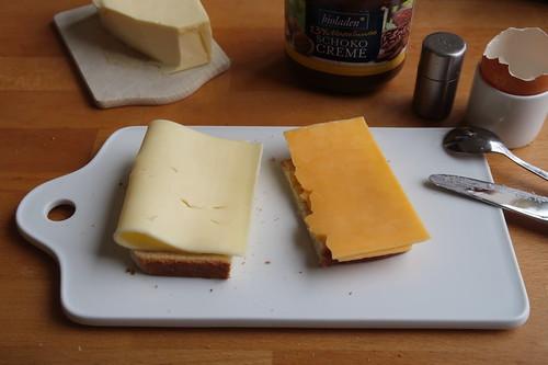 Butterkäse und Cheddar auf Toast
