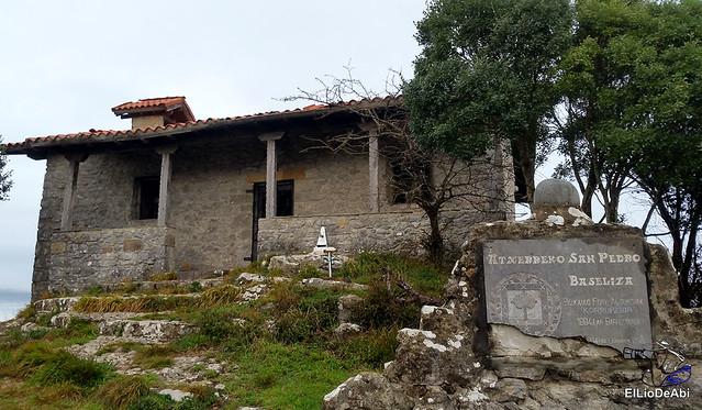 Ermita de San Pedro de Atxarre, posiblemente el mejor mirador sobre Urdaibai.  y después el  desayuno vasco  (10)