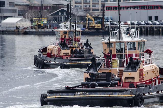 Tugs Turning in Harbor, Nikon D7000, AF-S DX VR Nikkor 55-300mm f/4.5-5.6G ED