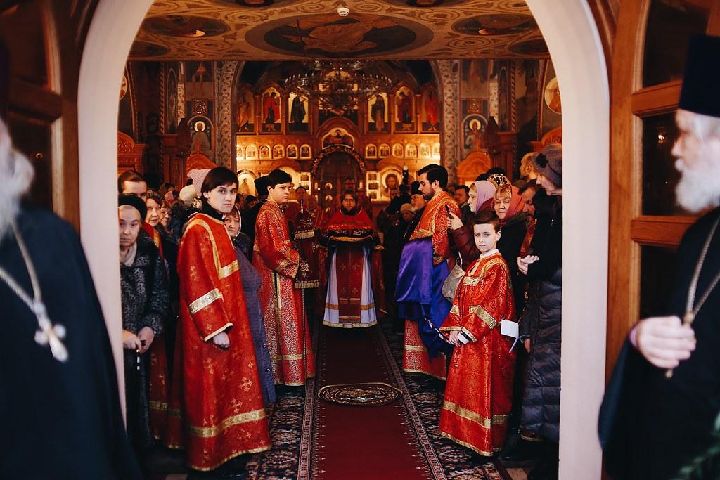 Епископ Домодедовский Иоанн совершил Божественную литургию в храме Святых Новомучеников и Исповедников Российских в Бутове