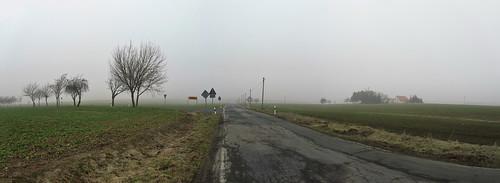 20110316 0203 122 Jakobus Straße Häuser Feld Nebel_P01