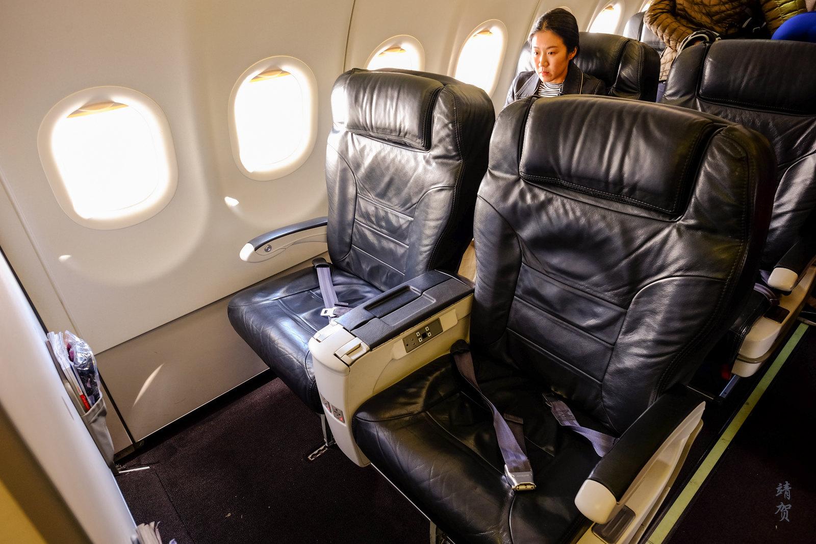Business Class bulkhead seats