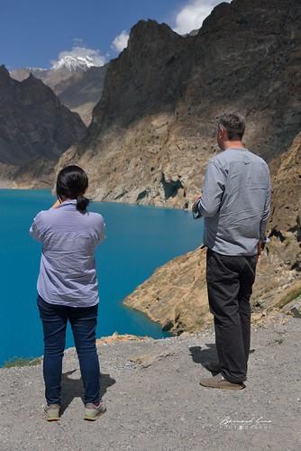 Le bleu turquoise du lac d'Attabad qui a imergé la KKH et des villages