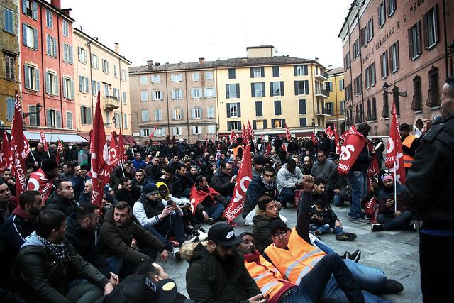 Modena sta con chi lotta