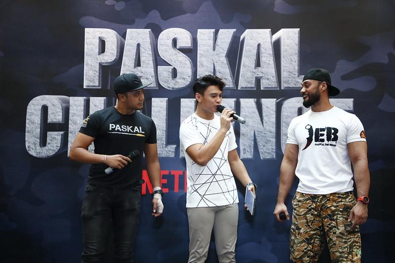 PASKAL stars Ammar Alfian and Taufiq Hanafi being interviewed by Fiqrie Dahari  at the Netflix #PaskalChallenge event