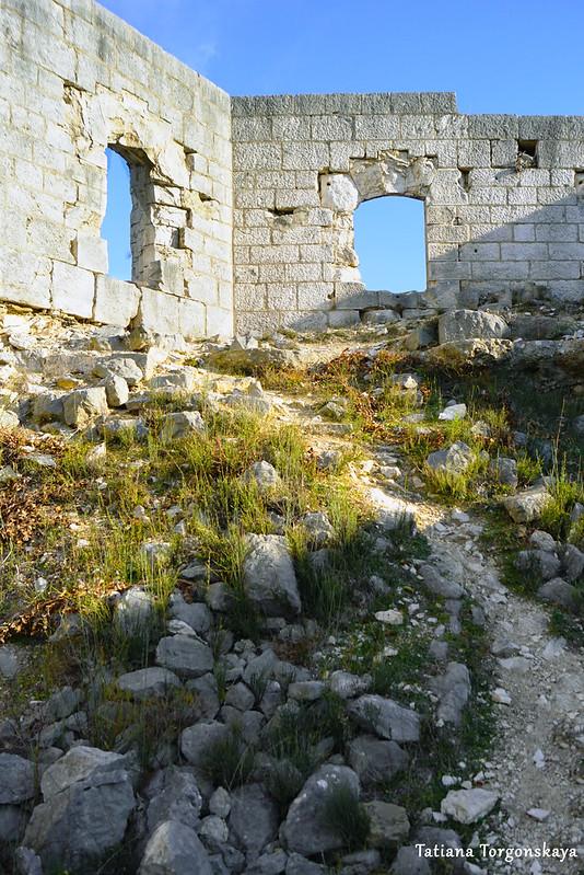 Тропинка к крепостной стене