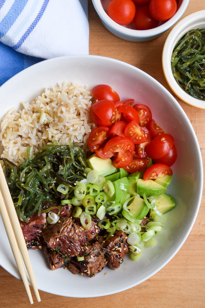 How To Make Seared Steak Poké Bowls