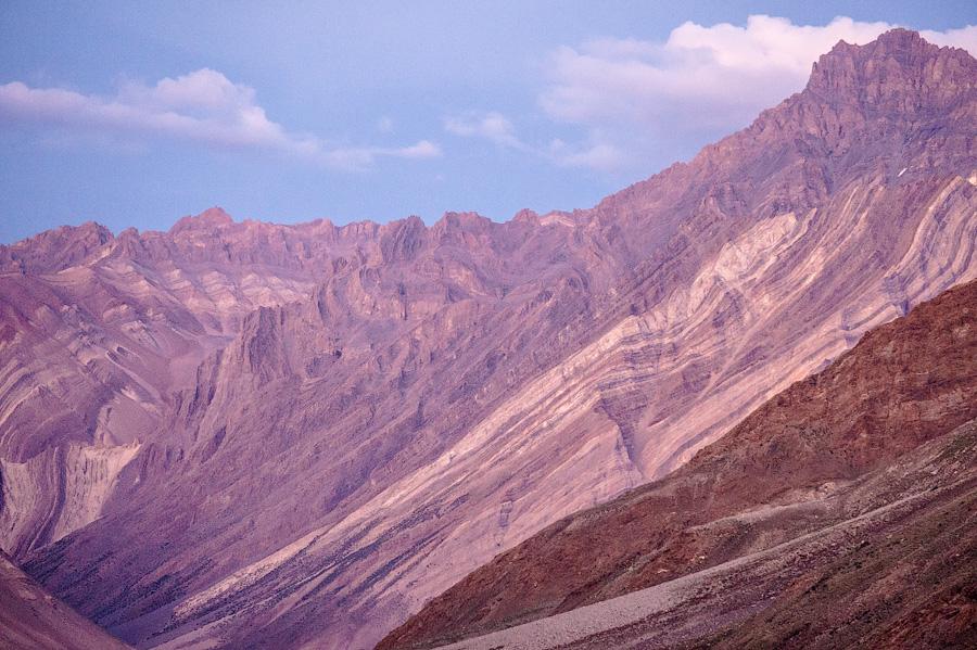 Последние лучи солнца на гималайских пиках долины Суру