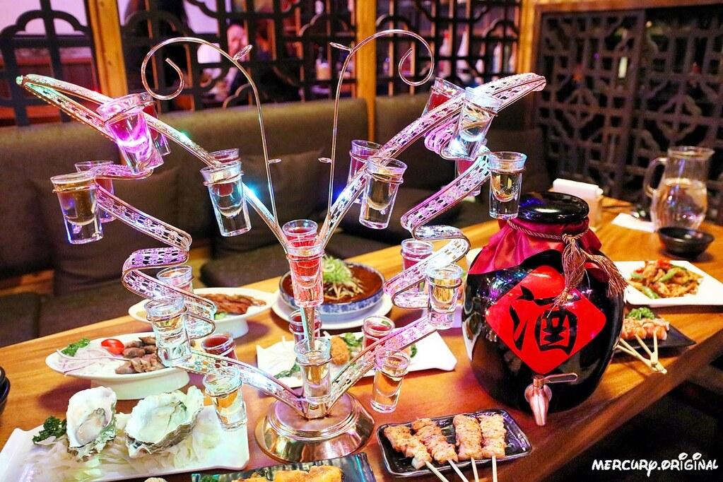 33399832028 c34de2f70d b - 熱血採訪|台中壽星限定超浮誇七彩蝴蝶酒,還有5公升大酒甕你敢來挑戰嗎?