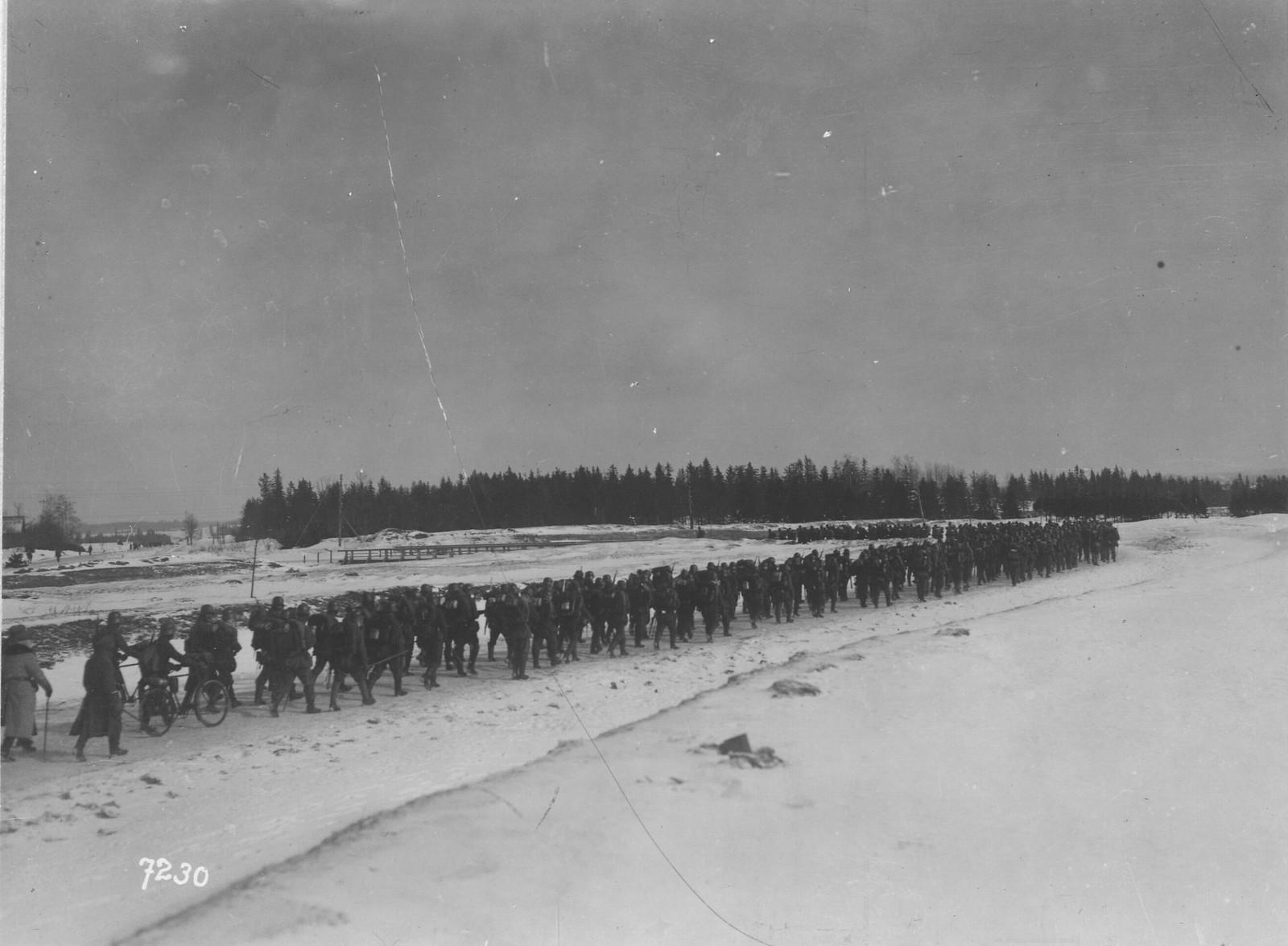 03. Немецкие войска на марше в Дорпат (Юрьев). 28 февраля