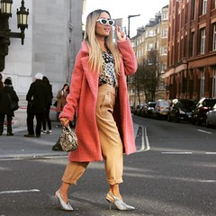Off to the next catwalk.. #igerslondon #londonfashionweek #lfw19 #londonfashionweekaw19 #aw19 #londonist #london_only #fashionsfinestaw19 #fashionsfinest #fashion #fashionista #fashion_blogger #london #styleblogger #londonfashion #fashionscout #urbanroman