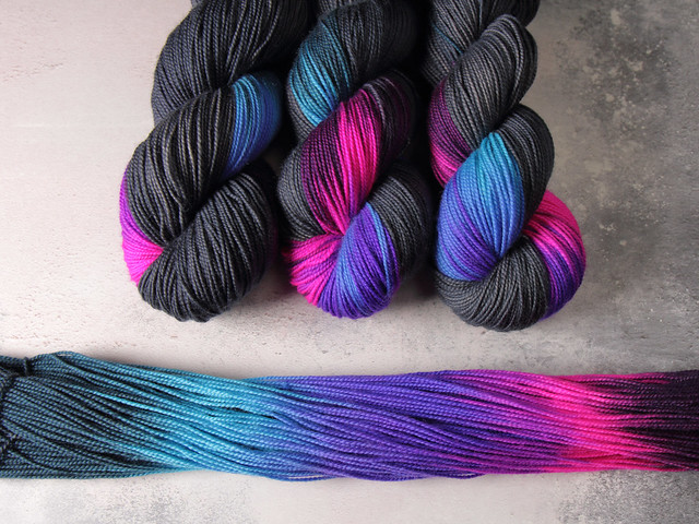 Favourite Sock – pure merino 4 ply/fingering superwash wool hand-dyed yarn 100g – 'Energy Flash'