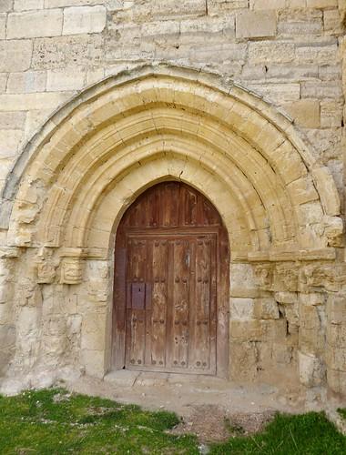 Los Balbases (Burgos-España). Iglesia de San Millán. Portada oeste, románica de transición