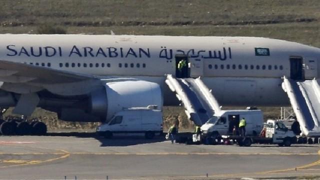 2544 Saudi Pilot Dies during flight SV 1734 before landing at the Riyadh Airport