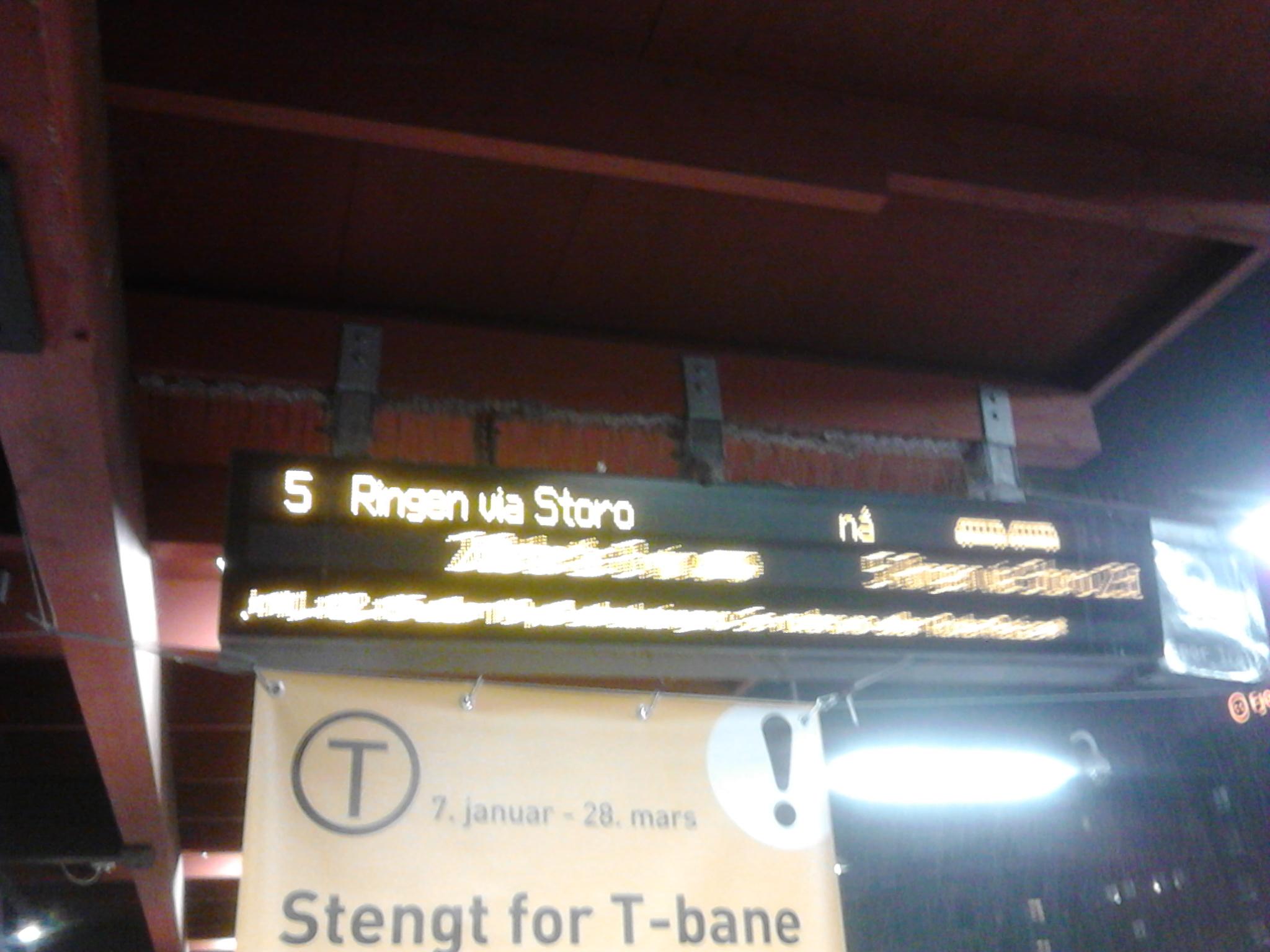 e29f7c93 Det var også sånn, at 3 Kolsås, (og den til Frognerseteren), ikke stod  oppført, på tavlen, (for når t-banene skulle gå):