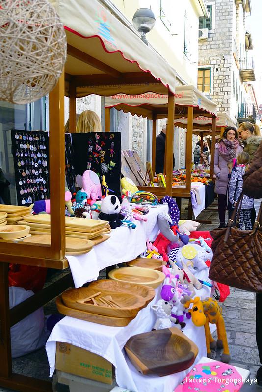 Продажа игрушек, украшений, изделий из дерева