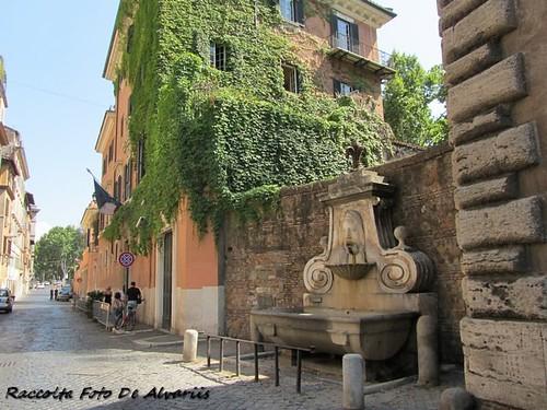 2011 Via Giulia fontana del Maschero c