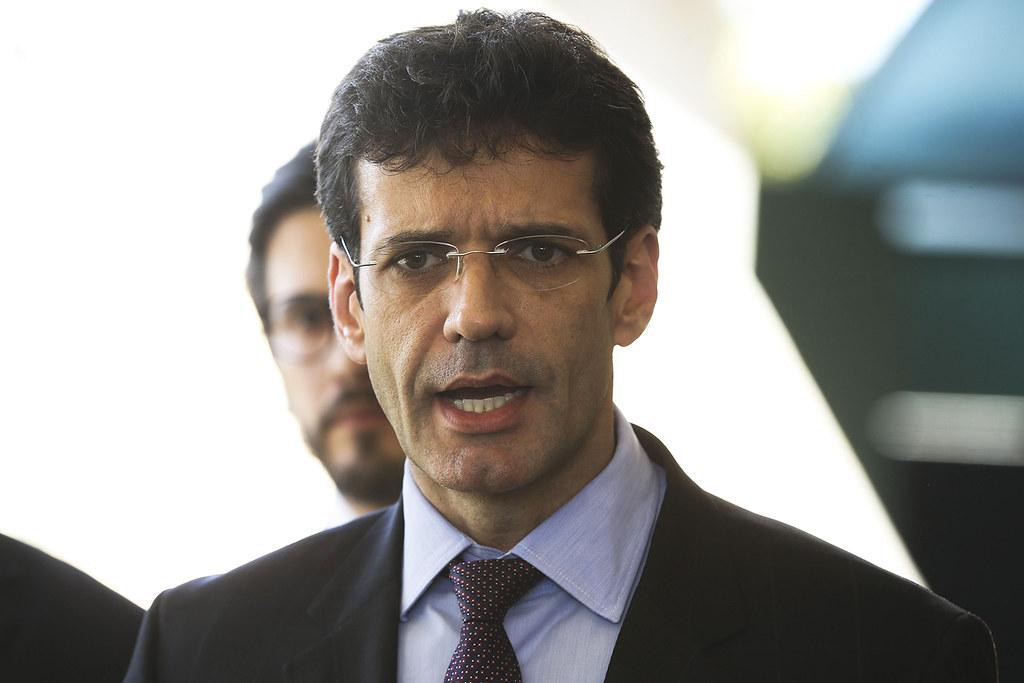 PSL quer limpar a fama de 'partido laranja' com site de transparência, ministro do turismo