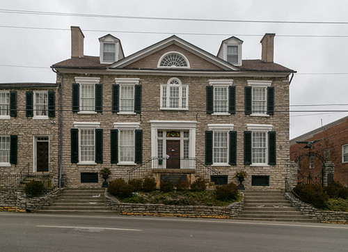 building structure early 1788 federal duncan tavern bourboncounty twostory fivebay doublepile paris kentucky unitedstatesofamerica us centralpassage limestone stone shutters woodwork trabeateddoorway sidelights transom jackarched nrhp nationalregister 73000783 1212windows 66windows cornices dormers lunette window palladian