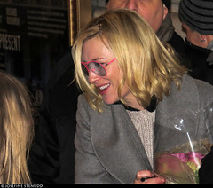 20170105_10 Cate Blanchett meeting fans by the stagedoor of the Barrymore Theatre after ''The present'' | New York City