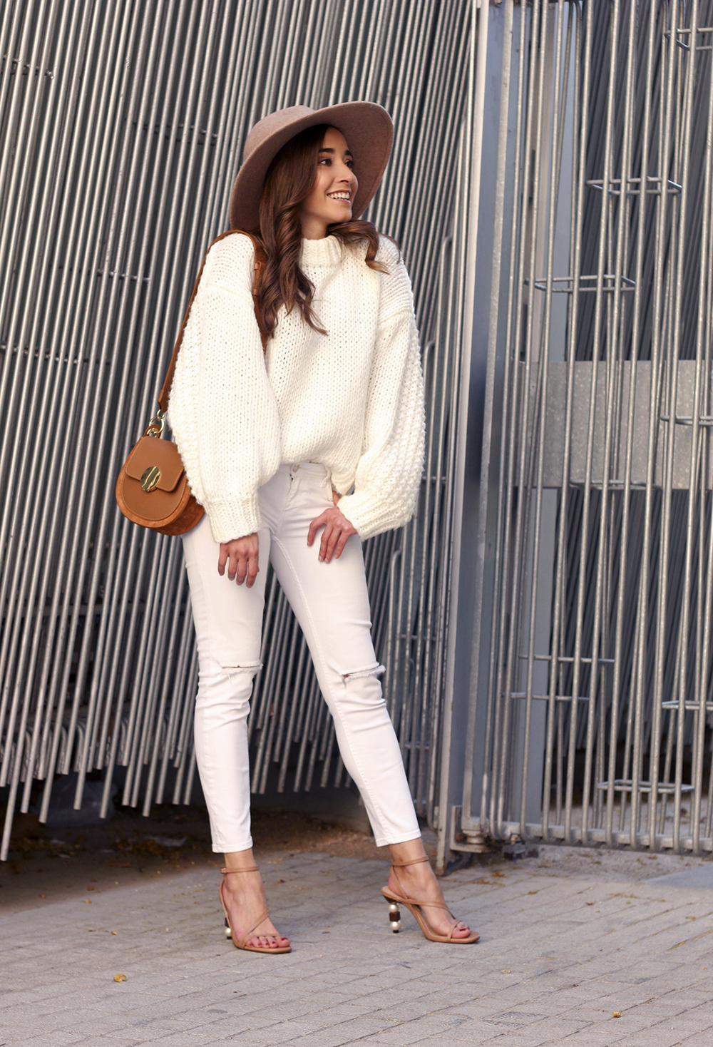 white outfit  beige hat beige bag street style casual outfit 20194