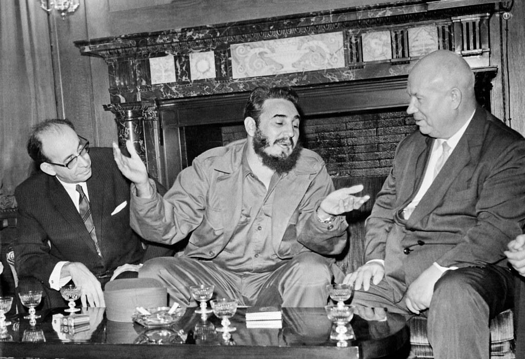 1960. Фидель Кастро с Никитой Хрущевым во время встречи советской и кубинской делегаций на 15-й сессии Генеральной Ассамблеи ООН