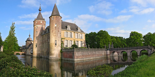 Gravenwezel Castle, locally known as Kasteel 's-Gravenwezel, lies east of the village with the same name, just north-east of the city of Antwerp, in the province of Antwerp, Belgium