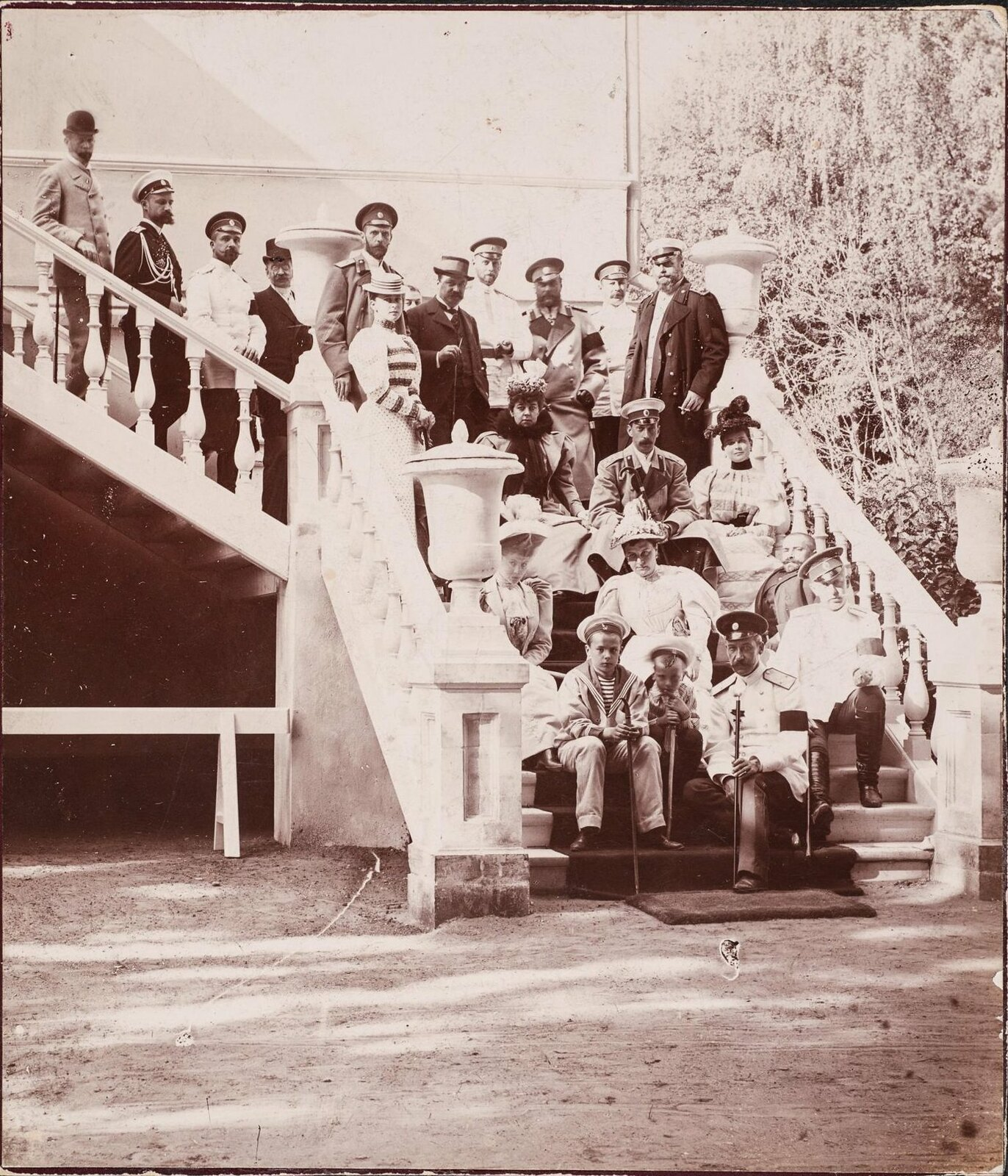1894. В усадьбе Архангельское. На ступенях театра Гонзага