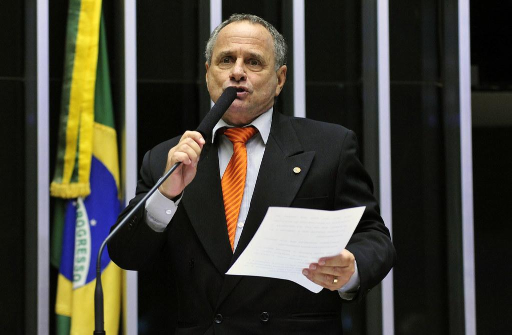 Bolsonaro pode negociar mil cargos de 2º escalão por apoio à Previdência, carlos manato, deputado