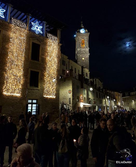13.000 velas iluminan el Casco Viejo de Vitoria Gasteiz en la Noche de las Velas  (5)