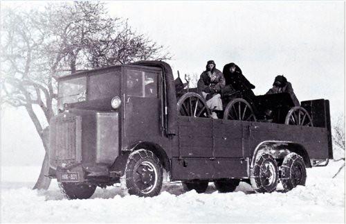 Tatra-T24-sp1-carries-3-guns-c1929-snn-1