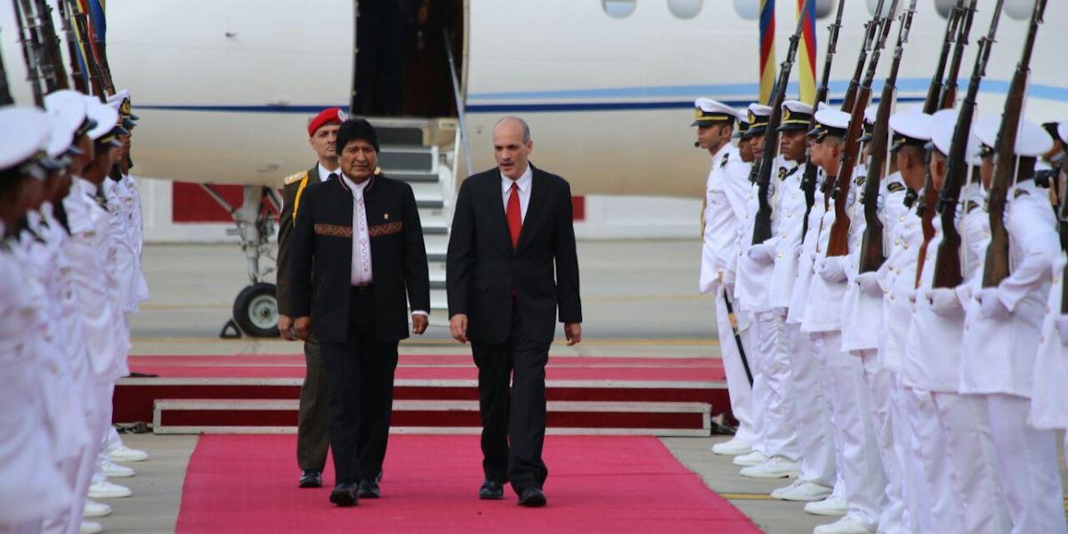 Arriba a Venezuela presidente Evo Morales para asistir a la juramentación de Nicolás Maduro