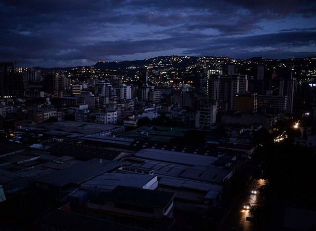 Venezuela sofre segundo apagão em menos de um mês e suspende atividades por 24 horas