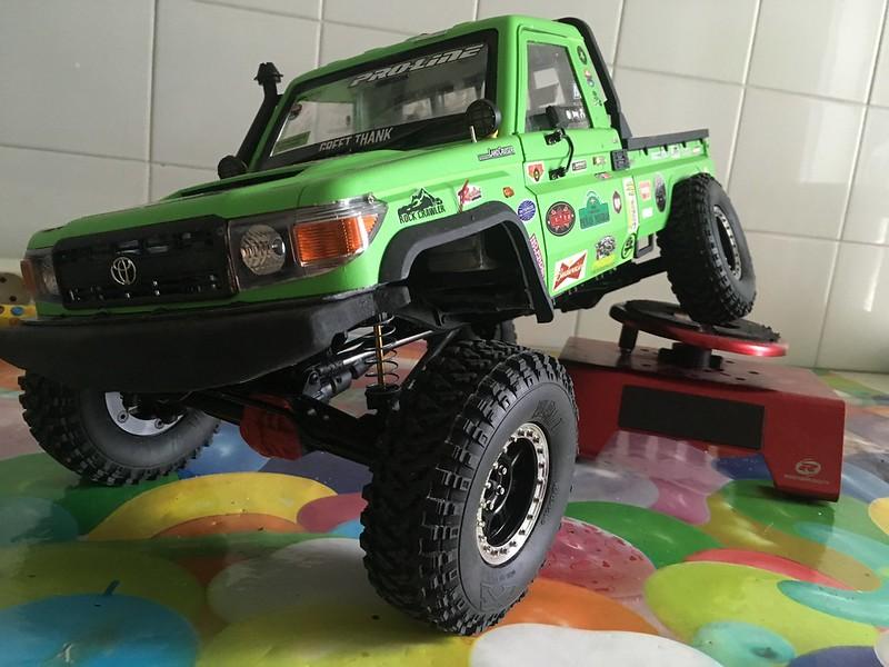 Toyota LC70 SCX10 II 32105402417_c0eaf193db_c