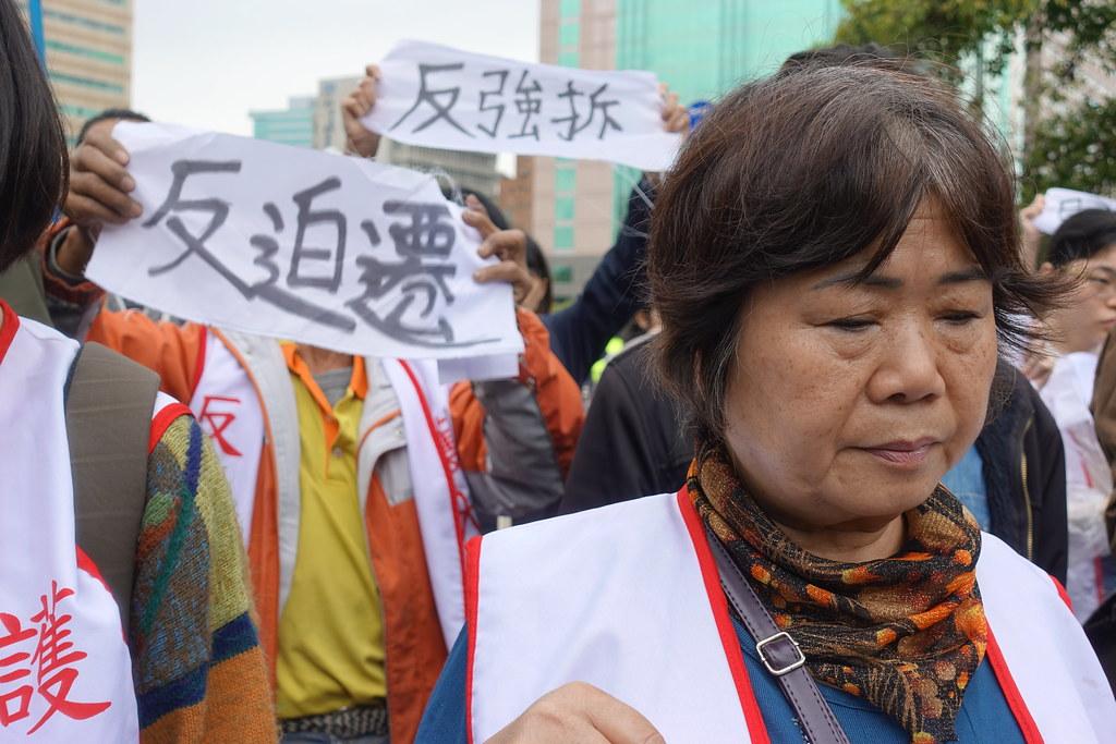 大觀社區收到法院強拆公文,今前往行政院抗議。(攝影:張智琦)