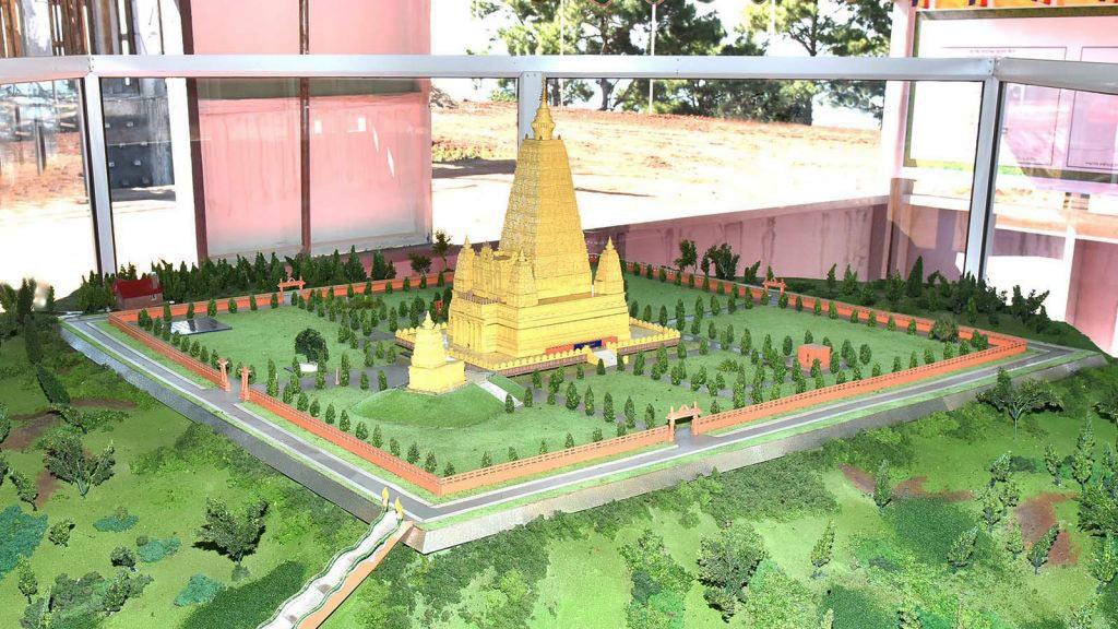 Maket replika Vihara Mahabodhi yanga kan dibangun di Kengtung, Myanmar.