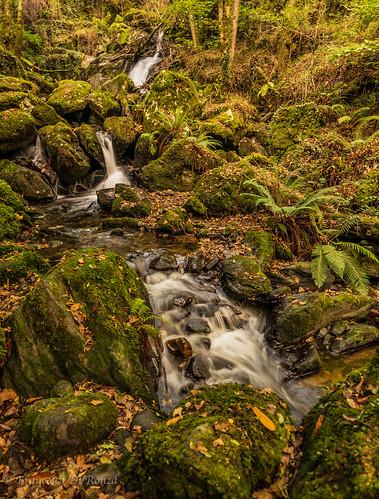 waterfall Rio Roginos 1.)1810-755