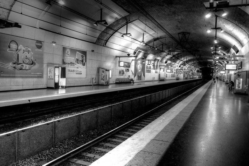 Dans les entrailles du métro parisien. 46755805111_62de8e0cf1_c
