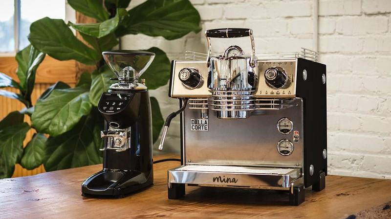 Máy Espresso  Mina với khả năng tùy biến lưu lượng nước