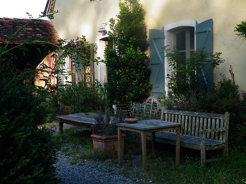 20090531 011 1110 Jakobus Maslacq Cambarrat Haus Morgenstimmung Tisch Bank