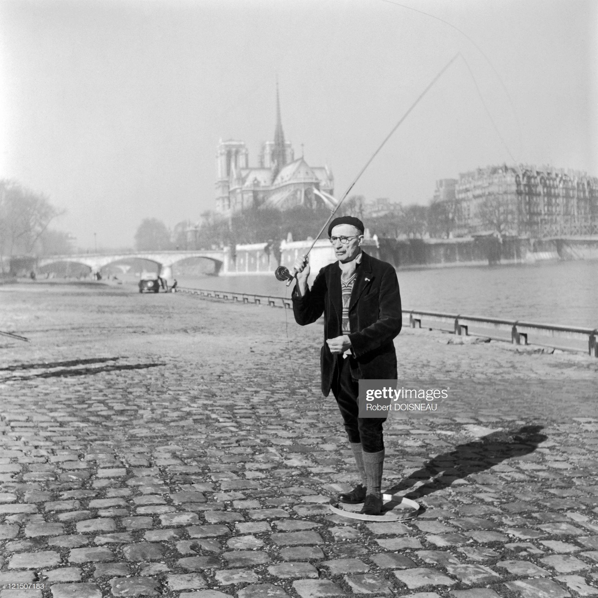 1951. Рыбак на набережной Сены