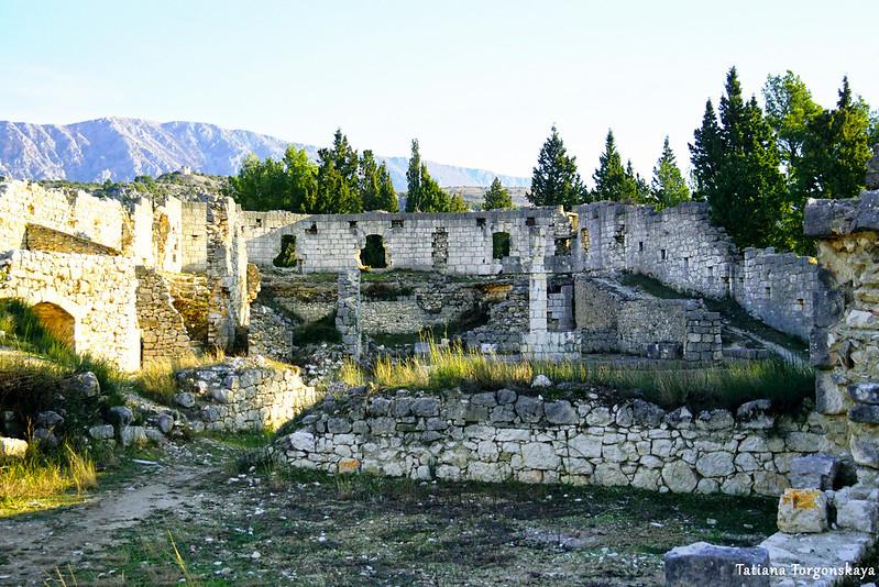 Постройки на вернем уровне крепости Стоца