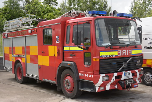 Monaghan Fire Authority 2000 Volvo FL6 14 Browns WrL 00MN3204