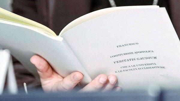 Constitución apostólica