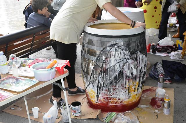 pintando barricas