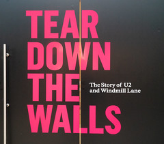TEAR DOWN THE WALLS [THE STORY OF U2 AND WINDMILL LANE]-149768