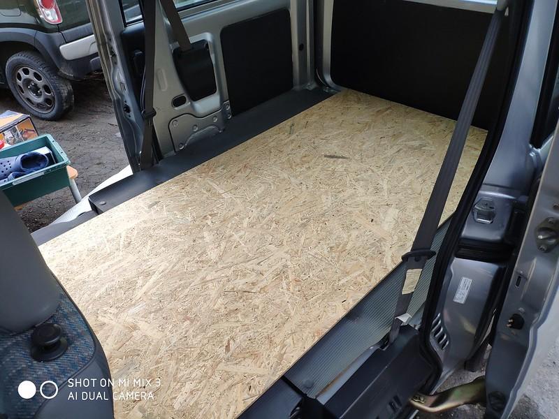 軽バンにベニヤ板を乗せる (2)