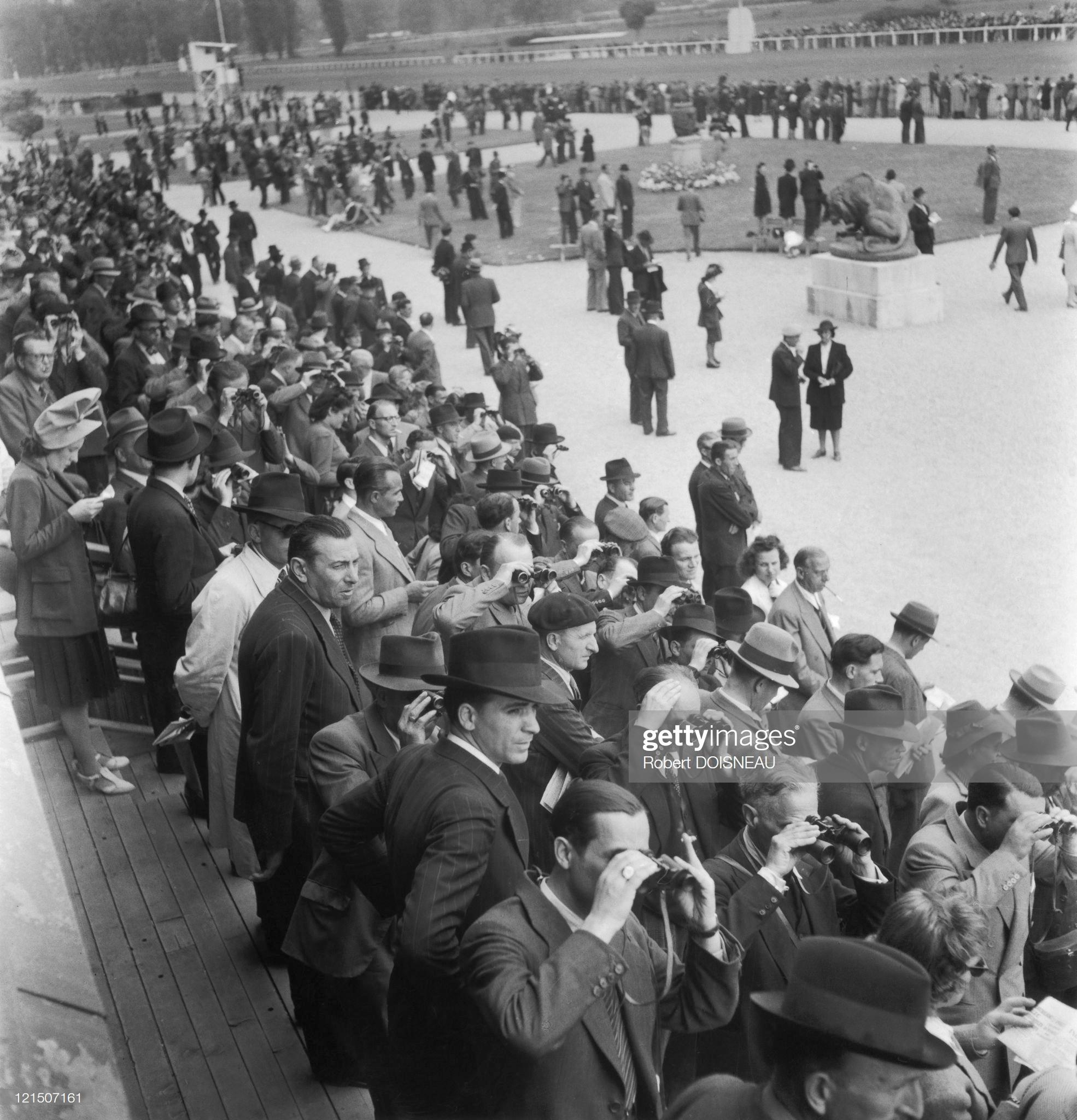 1942. На ипподроме