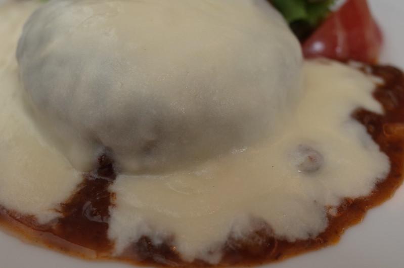 銀座一丁目肉バルバーグマンマッシュチーズ デミグラスソースのマッシュ