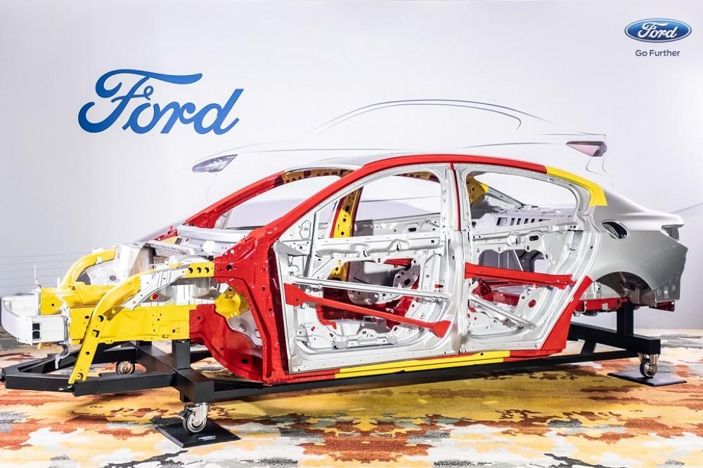 【圖三】The All-New Ford Focus 全車採用高達33%航太級硼鋼鋼材,不僅白車身重量減輕16公斤,更進而提升車體抗扭曲強度達20%,帶來更棒的駕馭回饋,而更輕量化的車身也讓空氣動力學表現更優化,帶來更好的油耗經濟性。先進動力與傳輸系統再度定義駕馭樂趣。
